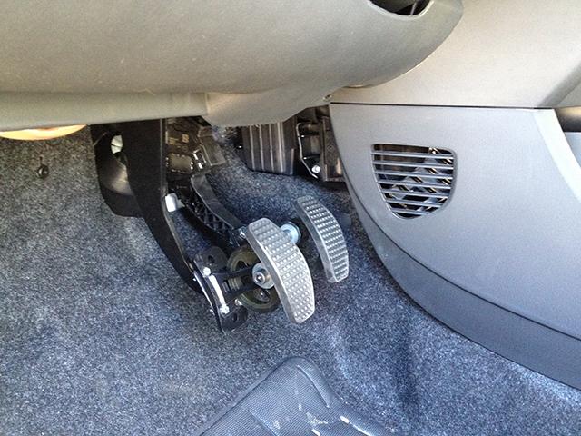 Peugeot 107 prolunga pedali bottan carlo c for Costo per costruire un garage per 2 persone